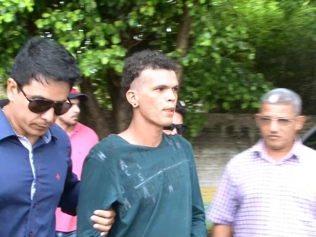 Após ser preso, jovem fez exame de corpo de delito no IML  (Foto: Lussandro Regino/ Rede Amazônica)