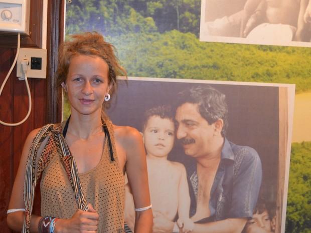 Juliana Dadalto veio conhecer a cultura indígena e aproveitou para visitar Centro: 'Não tem como não vir conhecer essa história' (Foto: Yuri Marcel/G1)