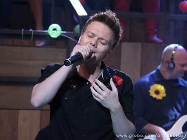 Michel Teló canta seus maiores sucessos