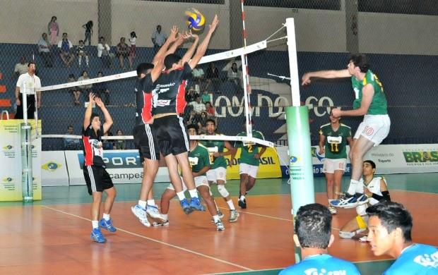 Maranhão derrota anfitriões e garante vaga nas quartas de final (Foto: Edson Cavalli/CBV)