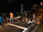 Moradores da Vila Nair protestam após alagamentos em São José, SP
