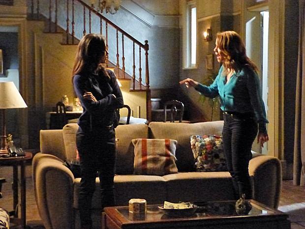 Cris discute com Cora (Foto: Tatiana Helich/ Gshow)