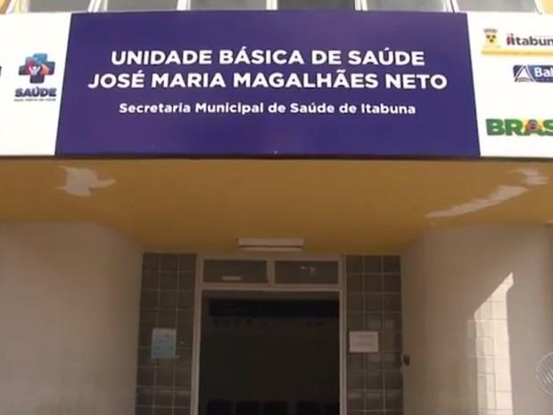 População chegou a fazer fila antes de abertura de posto no centro da cidade (Foto: Reprodução/TV Santa Cruz)