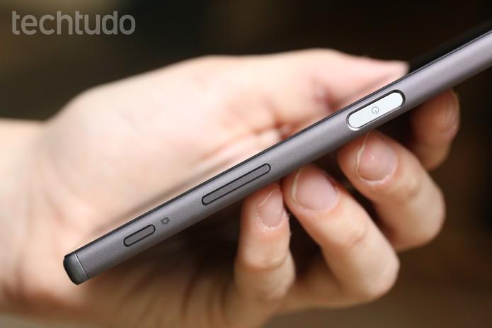 Lateral do Xperia Z5 (Foto: Lucas Mendes/TechTudo)