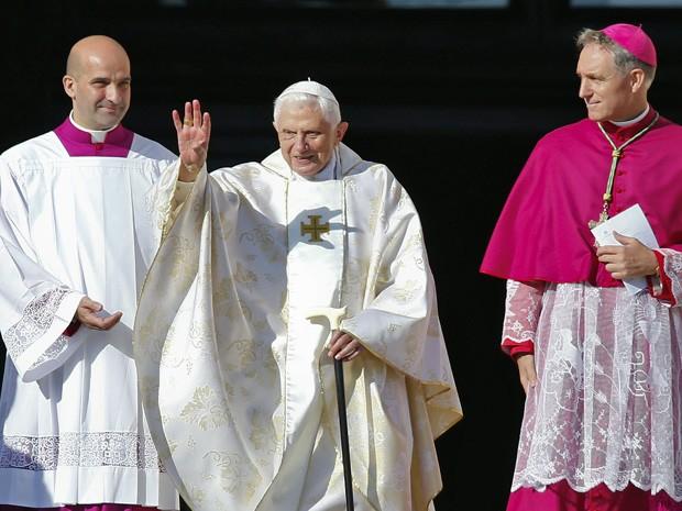 O papa emérito Bento XVI também esteve na cerimônia neste domingo (19) (Foto: Tony Gentile/Reuters)