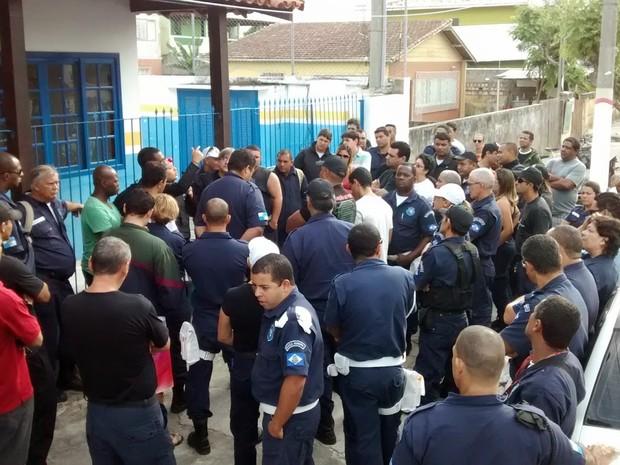 Guardas fizeram assembléia na manhã desta quinta (Foto: Blog Repórter Eduander Silva)