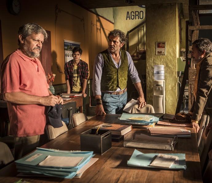 Santo fala firme com os cooperados (Foto: Inácio Moraes/ Gshow)