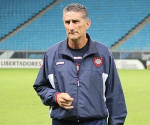 Técnico Edgardo Bauza surge como opção no São Paulo, diz André Hernan