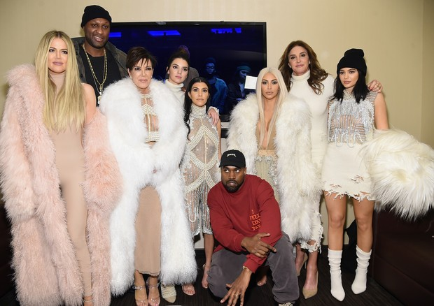 Khloé Kardashian, Lamar Odom, Kris Jenner, Kendall Jenner, Kourtney Kardashian, Kanye West, Kim Kardashian, Caitlyn Jenner e Kylie Jenner (Foto: Gui Paganini)