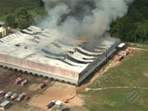 Incendio galpãp benevides (Foto: Reprodução/TV Liberal)