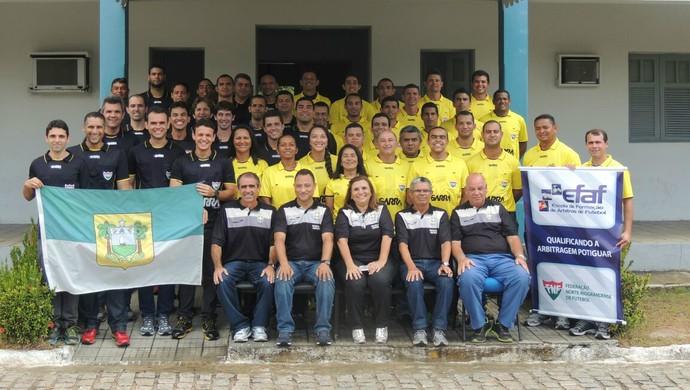 Árbitros e assistentes de arbitragem do RN que trabalharão em 2015 (Foto: Divulgação/CEAF-RN)