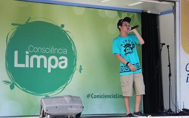 Gabryell White mandou bem no rap (Foto: Katiúscia Monteiro/ Rede Amazônica)