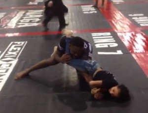BLOG: Vídeo: menina finaliza Jon Jones com chave de braço em torneio de submission