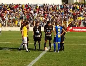 Pesqueira x Vitória-PE Sandro Meira Ricci (Foto: Magno Wendel / TV Asa Branca)