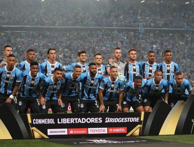 Grupo do Grêmio antes do jogo contra Lanús