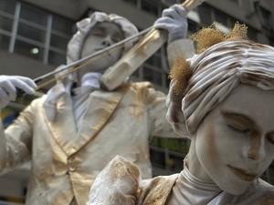 Artistas de rua se apresentam em calçadão da região central de São Paulo. (Foto: Anderson Barbosa/AE)