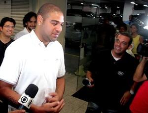 Adriano faz exames no Flamengo (Foto: Thales Soares / Globoesporte.com)