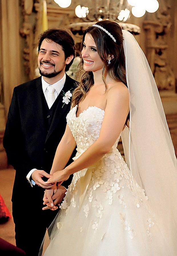 Bruna e René  no dia de seu  casamento: ela  organizou tudo  (Foto:  )