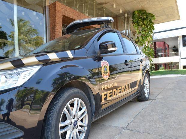Viatura da Polícia Federal no Tribunal Regional Eleitoral  (Foto: Tássio Andrade/G1)