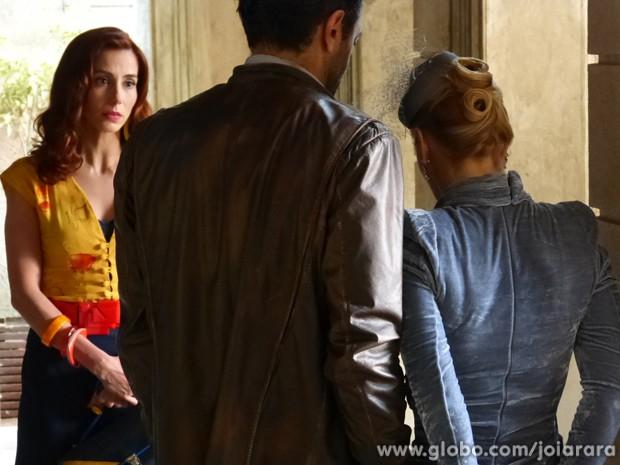 Climão! Dália não imaginava que Iolanda iria aparecer por lá (Foto: Joia Rara / Tv Globo)