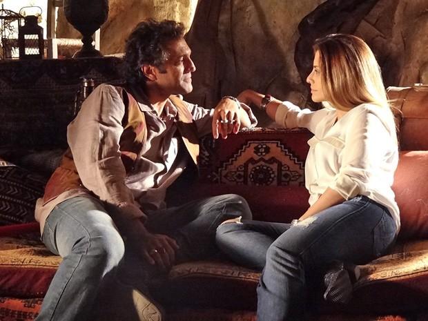 Zyah pergunta se ele é só mais uma aventura de Bianca (Foto: Salve Jorge/TV Globo)
