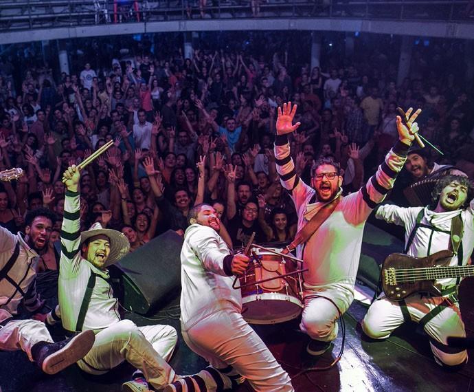 Dona Zaíra bota o público para dançar no Circo Voador, no Rio de Janeiro  (Foto: Divulgação / Roberto Vianna)