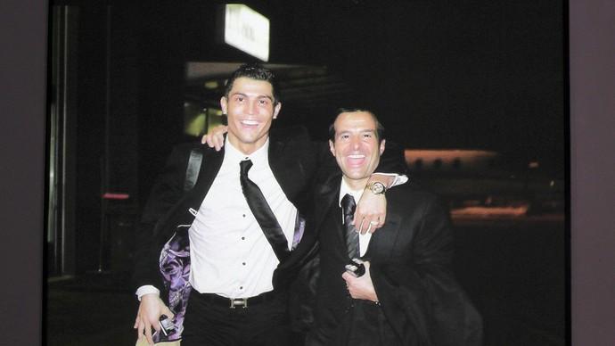 Museu Cristiano Ronaldo com o seu empresa_rio e grande amigo Jorge Mendes (Foto: Claudia Garcia)