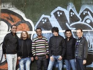Sambô mistura samba aos clássicos do rock (Foto: Inova Show / Divulgação)