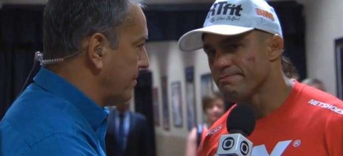 Vitor se emociona em entrevista exclusiva após a luta (Foto: Reprodução)