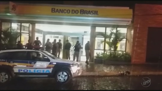 Grupo armado invade agência bancária em praça de Campanha, MG