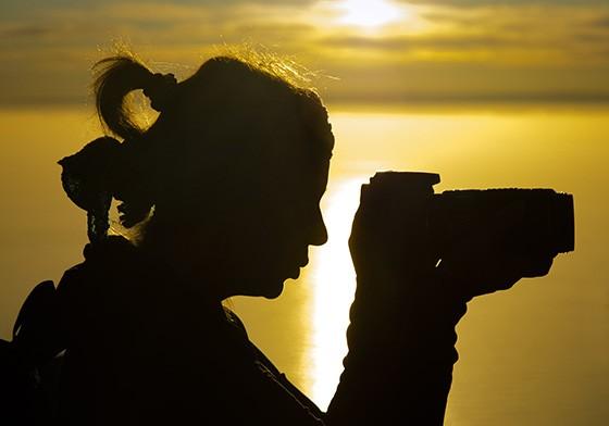 No momento do pôr do sol todas as câmeras fotográficas estão ativas (Foto: © Haroldo Castro/Época)
