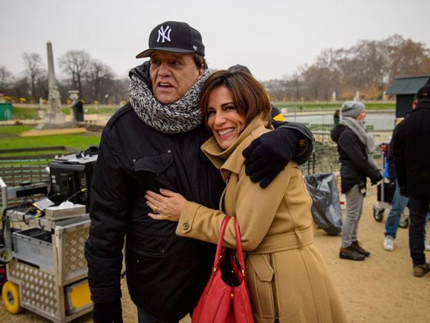 Gloria Pires posa ao lado do diretor Dennis Carvalho (Foto: Alex Carvalho/Globo)