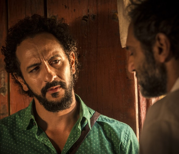 Bento aconselha o irmão (Foto: Inácio Moraes/ Gshow)