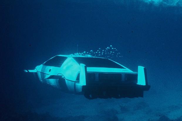 O Lotus Esprit virava submarino no filme O espião que me amava (Foto: Divulgação)