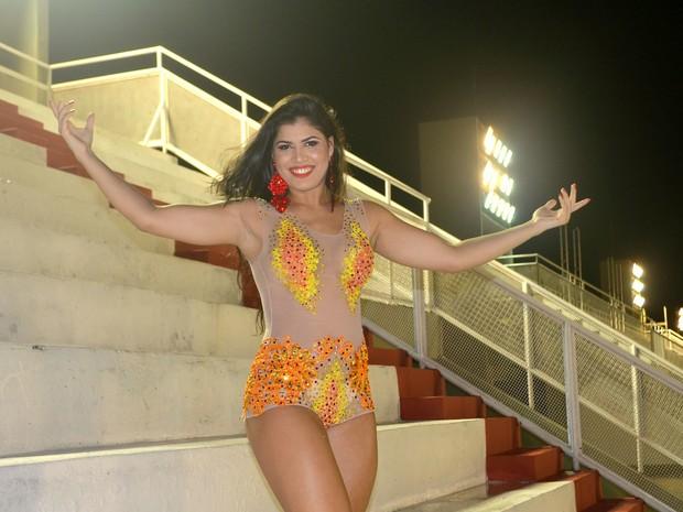 Oryenne Fernandes, de 22 anos, rainha de bateria da Império da Zona Norte (Foto: John Pacheco/G1)