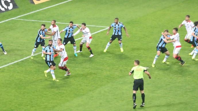 bola aérea Grêmio Renato marcação individual (Foto  Eduardo  Moura GloboEsporte.com) 90b90aa40ccdf