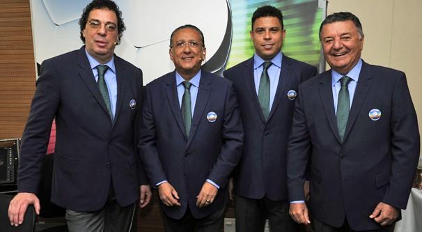 Casagrande, Galvão Bueno, Ronaldo e Arnaldo Cezar Coelho levam tudo da Copa até você (Foto: Renato Rocha Miranda/Globo)