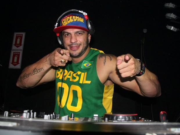 Kléber Bambam se apresenta como DJ em boate no Rio (Foto: Gabriel Rangel/ Ag. News)