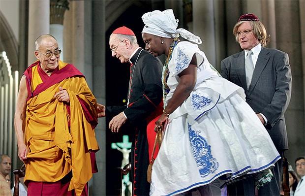 OS DIFERENTES Encontro ecumênico em São Paulo, em 2006. A religião pode ser uma força a favor  do diálogo, não  do confronto (Foto: Evelson de Freitas/Estadão Conteúdo)