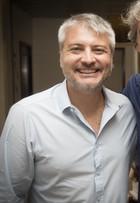 Lembra dele? Ex-ator mirim dirige 'Haja Coração', próxima novela das sete