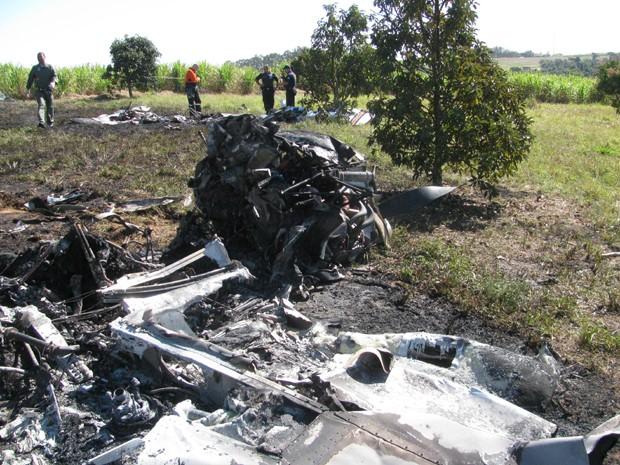 Destroços de avião em Santa Bárbara D'Oeste, SP (Foto: Divulgação / Grupamento Aéreo da PM)