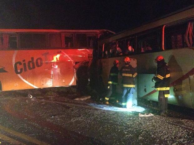 Acidente ocorreu na madrugada desta quinta-feira (16) e deixou sete mortos (Foto: Corpo de Bombeiros/Cedida)