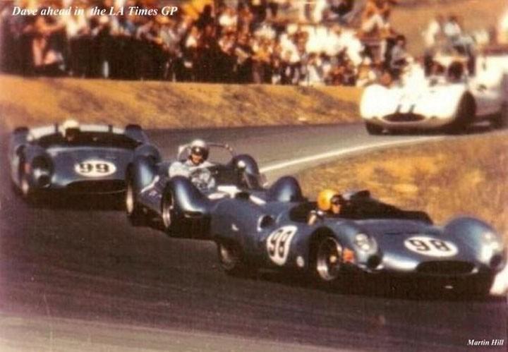 Largada do Los Angeles Times GP, com o King-Cobra na liderança, em 1963. (Foto: Reprodução)
