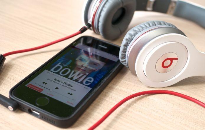 Beats é famosa por seus fones de ouvido e por um serviço de streaming de música (Foto: Creative Commons/Flickr/Janitors)