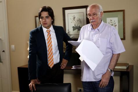 Guilherme Boury é dirigido pelo avô materno, Reynaldo, em cena de 'Chiquititas' (Foto: Lourival Ribeiro/SBT)