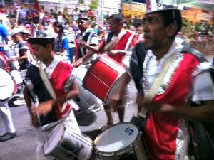 Blocos tomam avenida no 2º dia de desfiles (Diana Vasconcelos/G1 CE)