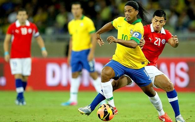 Ronaldinho foi titular e capitão da Seleção em empate com o Chile (Foto: Wagner Carmo / VIPCOMM)