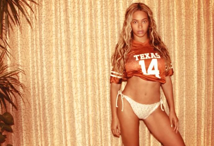 Beyonce camisa futebol americano  (Foto: Reprodução)