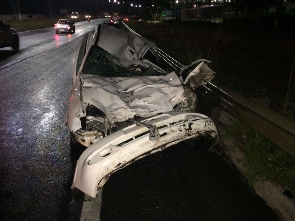 Com a batida, os veículos ficaram destruídos  (Foto: Divulgação/PRF)