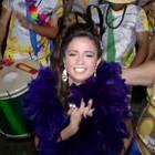 Nanda Costa desfila com bloco de Paraty (Reprodução/TV Rio Sul)